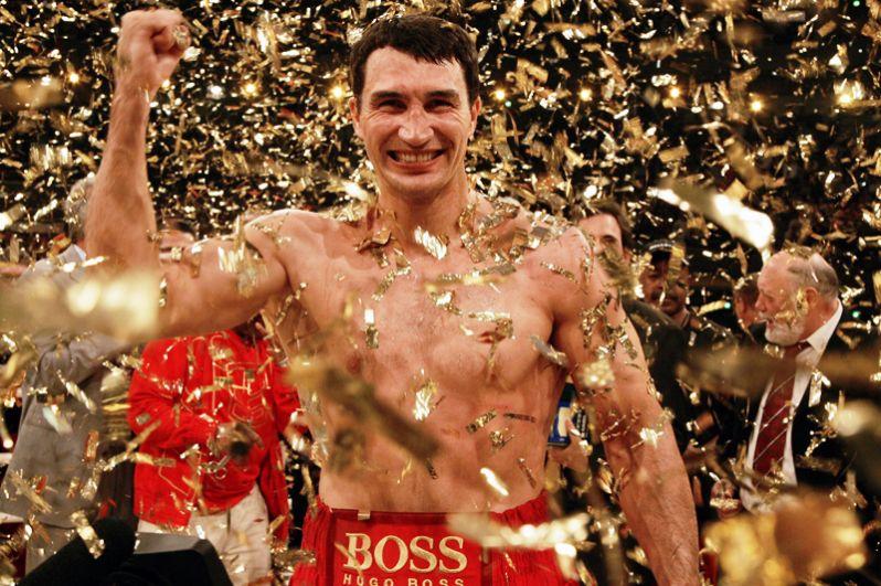 В сентябре 2005 года состоялся отборочный поединок за звание чемпиона мира сразу по двум версиям IBF и WBO между Сэмюэлом Питером и Владимиром Кличко. По окончании боя единогласным решением судей Кличко был объявлен победителем.