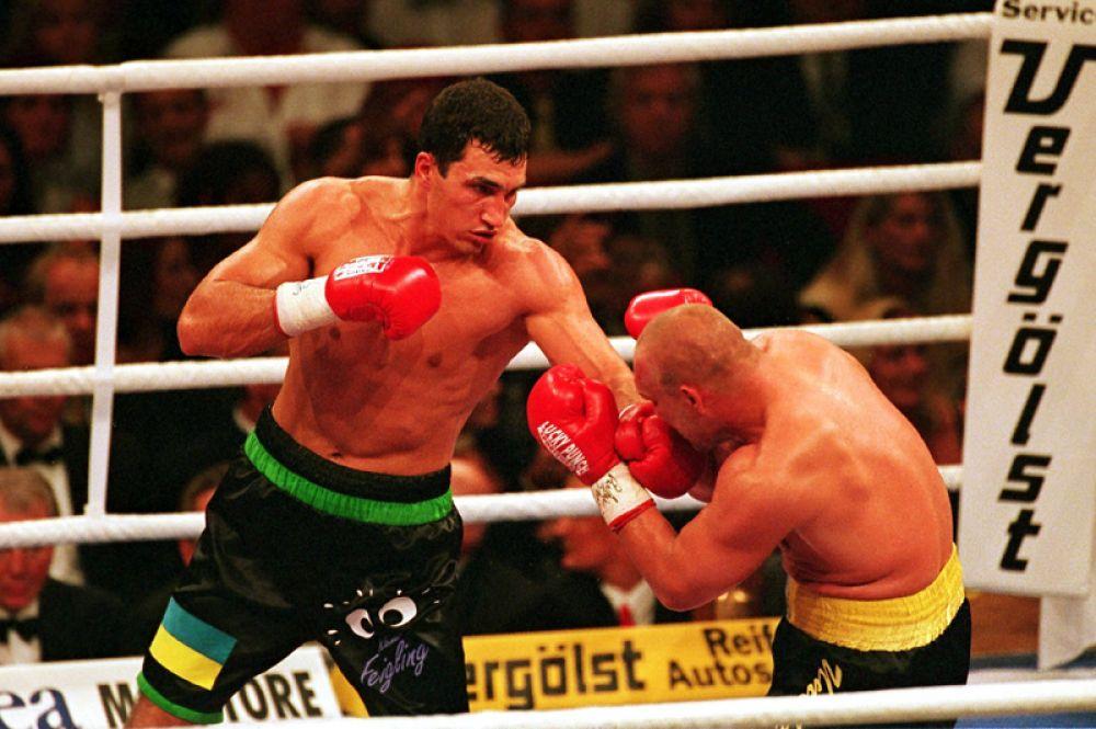 В сентябре 1999 года Кличко вышел на ринг против сильнейшего немецкого тяжеловеса Акселя Шульца. Это был первый серьёзный противник Кличко. В 8-м раунде Кличко победил техническим нокаутом.