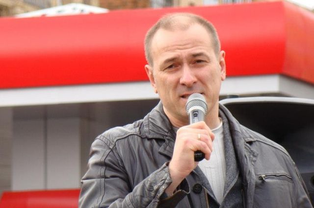 Константин Окунев намерен действовать через прокуратуру, суд и Центральную избирательную комиссию.