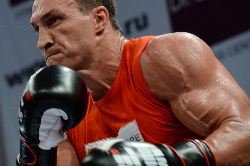 5 октября 2013 года в спортивном комплексе «Олимпийский» в Москве состоялся долгожданный поединок двух олимпийских чемпионов по боксу в супертяжёлом весе — Владимира Кличко и Александра Поветкина за титулы чемпиона мира по версиям WBA (Super), IBF, WBO, IBO.