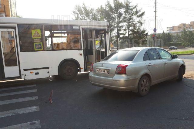 В автобусы пассажиры получили незначительные ушибы.