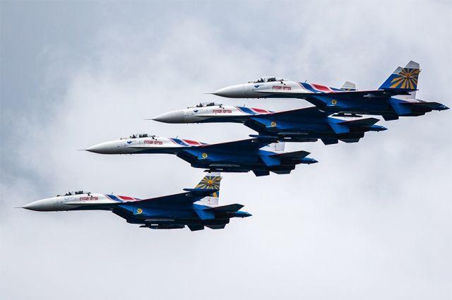 Внебе над Ростовом выступят авиационные группы высшего пилотажа