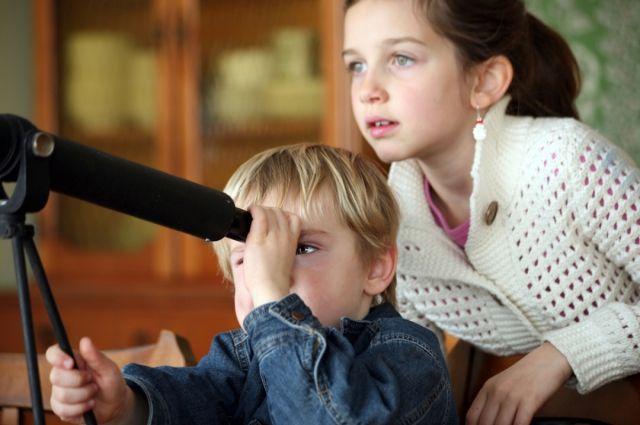 Решение о том, с какого класса вводить астрономию, решает каждая школа для себя.