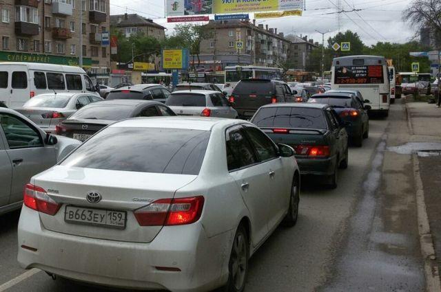 Центр Омска встал впробку длиной 3,5 километра из-за перекрытий