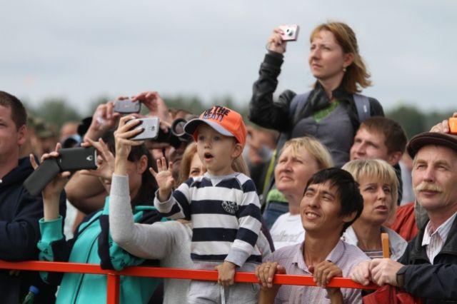 Главное событие выходных - аэро-шоу на аэродроме Мочище.