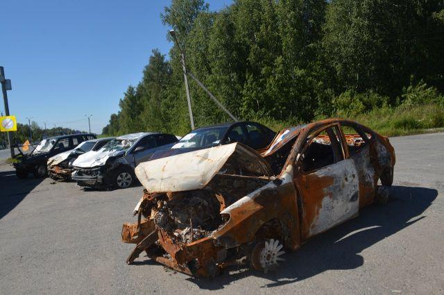 В Тюмени организовали выставку автомобилей, побывавших в ДТП