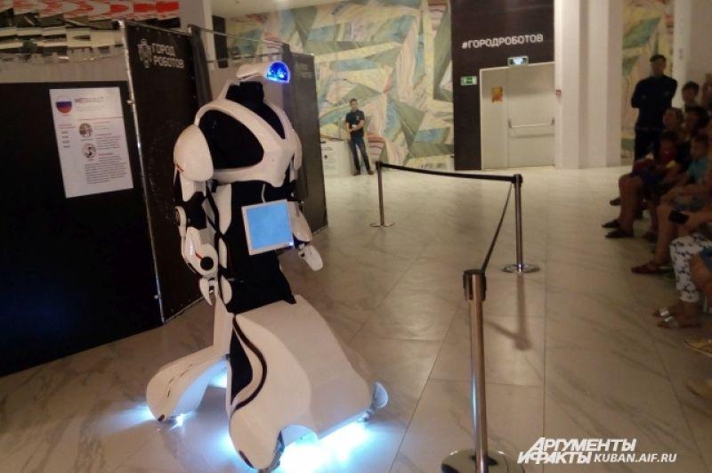 Фэндом: R2-D2, Валл-И и «избушка на курьих ножках». Выставка роботов в Краснодаре