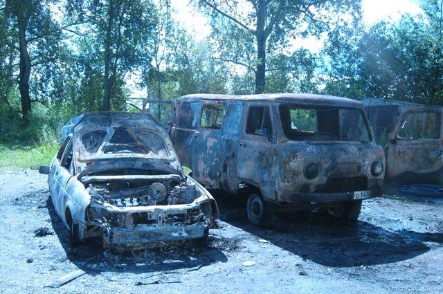 ВГубахе неизвестные сожгли два автомобиля