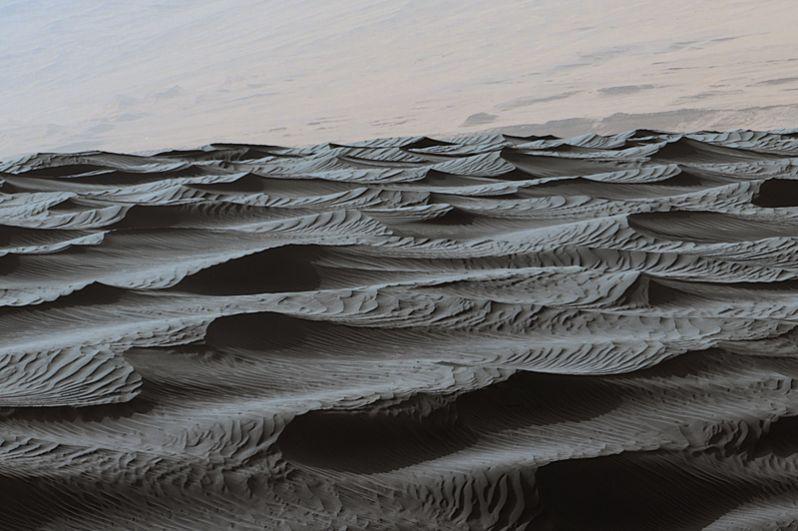 Июнь 2016 года. Рябь на поверхности песчаной дюны Марса.