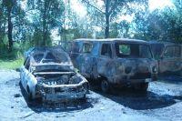 Автомобили полностью выгорели.