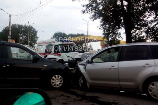 Оба водителя и пассажир «Renault» доставлены в больницу.
