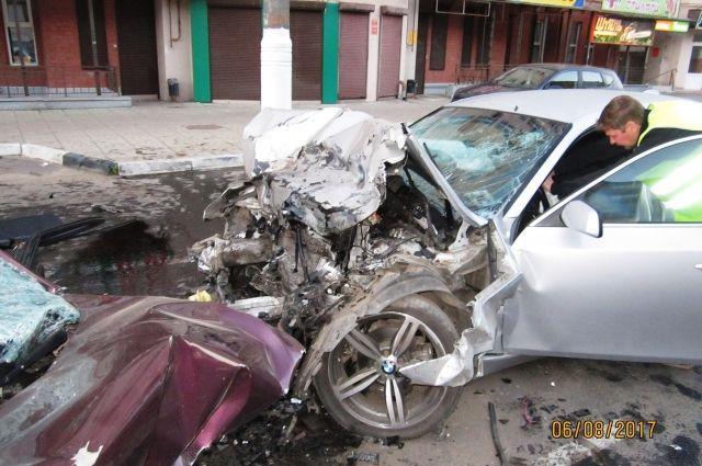 В Твери лоб в лоб столкнулись две иномарки: погибли оба водителя.
