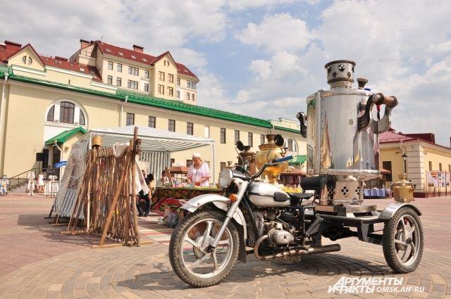 Царь-самовар приехал из города Ирбита Свердловской области.