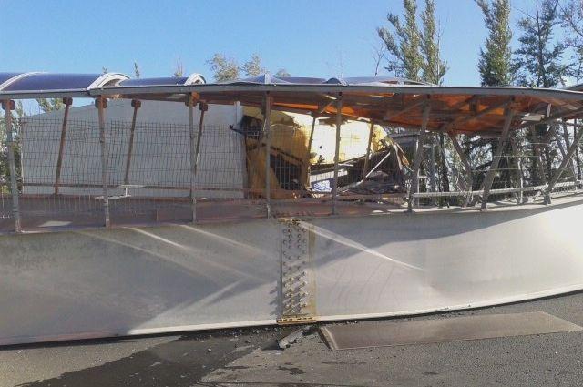 Во Владимирской области на федеральную трассу рухнул надземный переход. Движение блокировано.