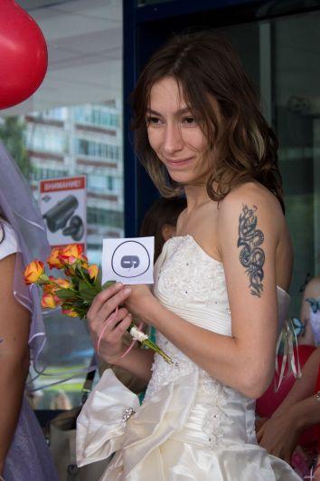 У каждой невесты, как в конкурсе красоты, был свой заветный номер.