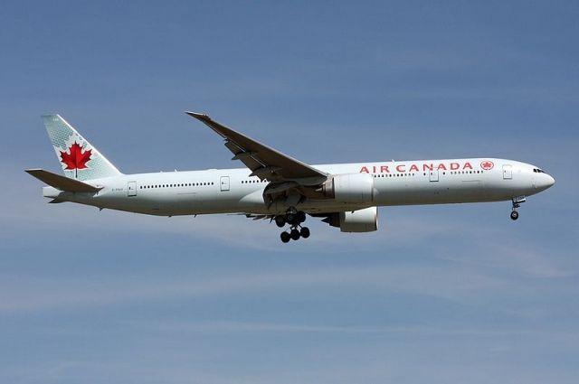 Ваэропорту Торонто задели друг дружку два самолета