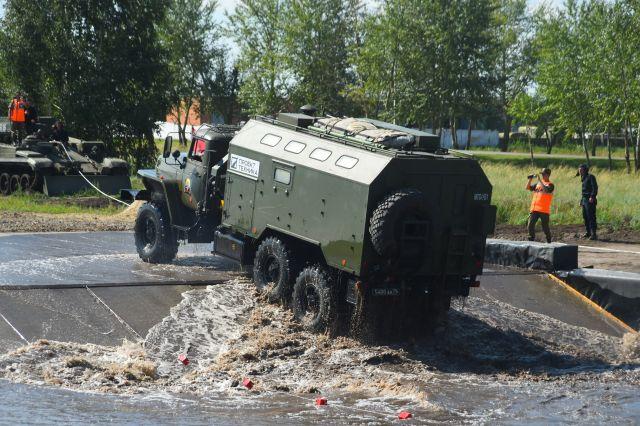 Возникла видеозапись изОмска, где курсанты пересобрали «УАЗ» за4 мин.