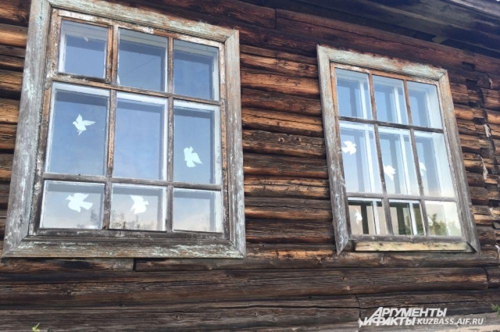 О том, что это именно школа, приезжим могут напомнить, наверное, только голуби на окнах.