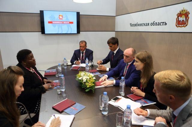 Встреча губернатора Бориса Дубровского с послом ЮАР в России на «ИННОПРОМе»