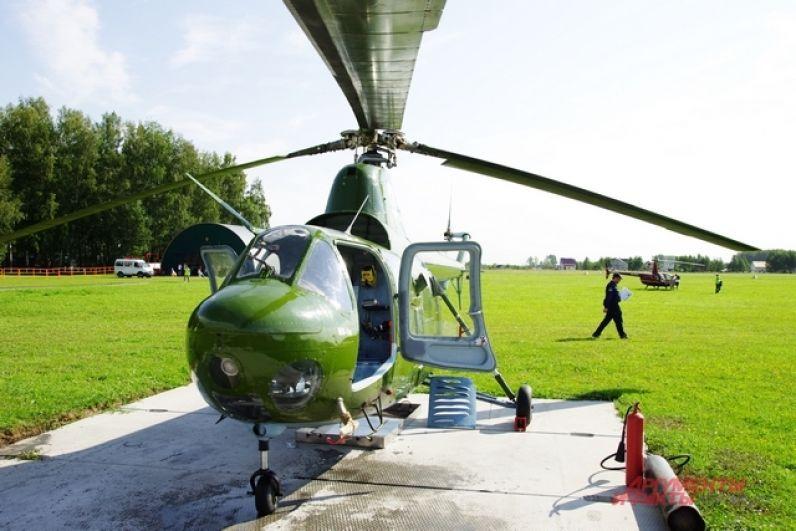 Еще один ветеран авиации – вертолет МИ-1. Конечно, ему не столько лет, сколько ПО-2 или ДУГЛАСУ, но и его история очень славная. Например, именно на такой машине новосибирец Владимир Смирнов стал четырехкратным чемпионом мира по вертолетному спорту!!!