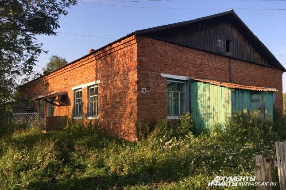 Пару лет назад в деревне с тремя улицами закрыли единственный детский сад, теперь оставшиеся дети вынуждены сидеть дома.