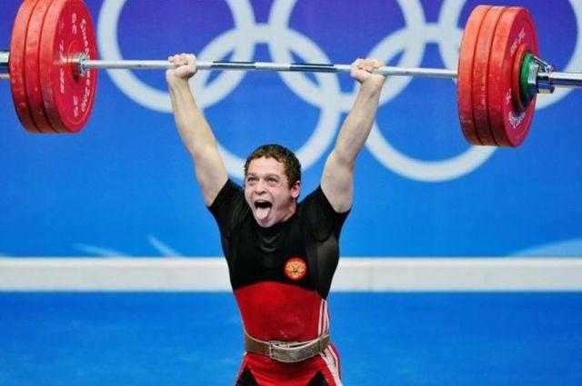 Артём Окулов стал чемпионом России по тяжёлой атлетике.