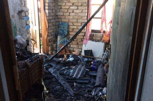 В Оренбурге загорелся частный дом в Овчинном городке.