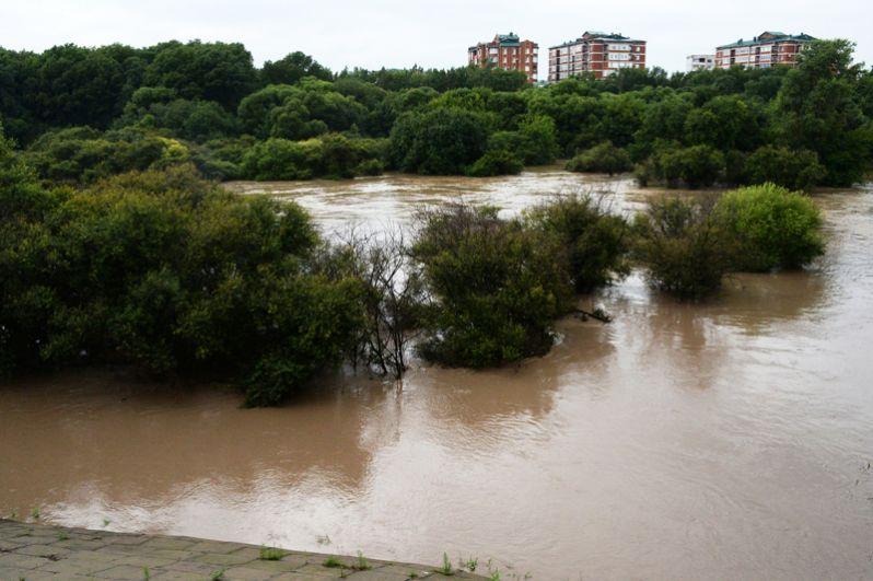 Река Комаровка, разлившаяся после ливней.