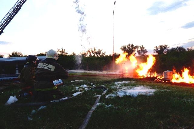 Пожарные делали все, чтобы не взорвался газ на заправке.