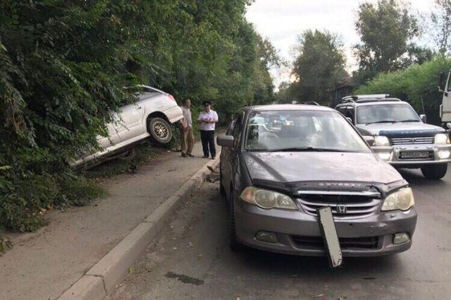 В результате ДТП водитель и четыре пассажира «Хонды» получили незначительные травмы.
