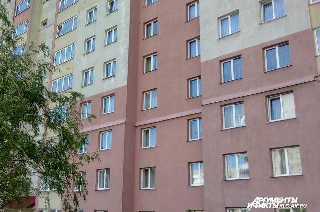 Ребенок оказался в больнице после падения из окна многоэтажки в Черняховске.