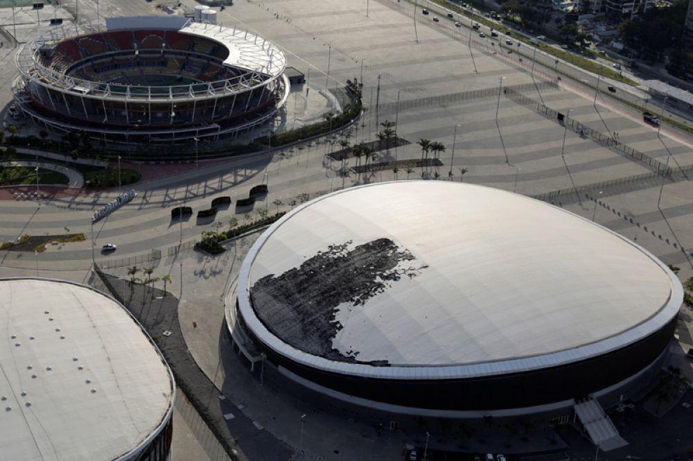 Олимпийский велодром, крыша которого частично сгорела после пожара, произошедшего 30 июля.