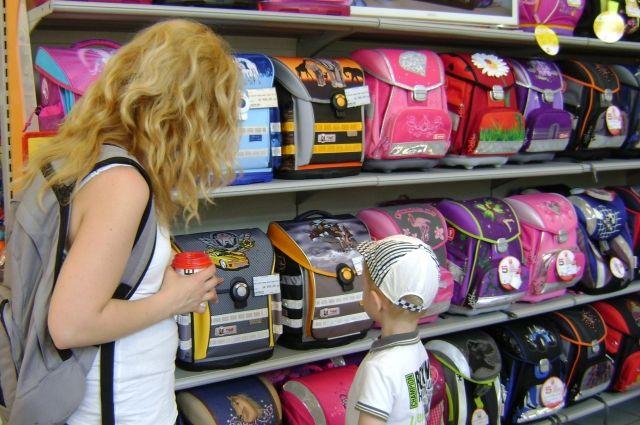 Самые большие скидки на школьные ранцы, как правило, бывают в мае.