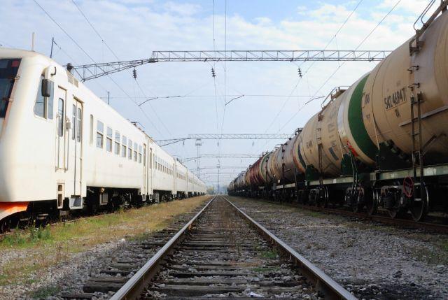 В Подмосковье поезд сбил перебегавшую пути школьницу