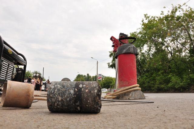 Дорожники показали, какой асфальт кладут на омские улицы.