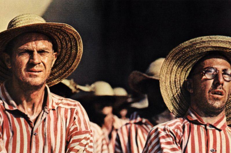 В криминальной драме режиссёра Франклина Шеффнера «Мотылек» (1973) актёр исполнил роль фальшивомонетчика Луи Дега.