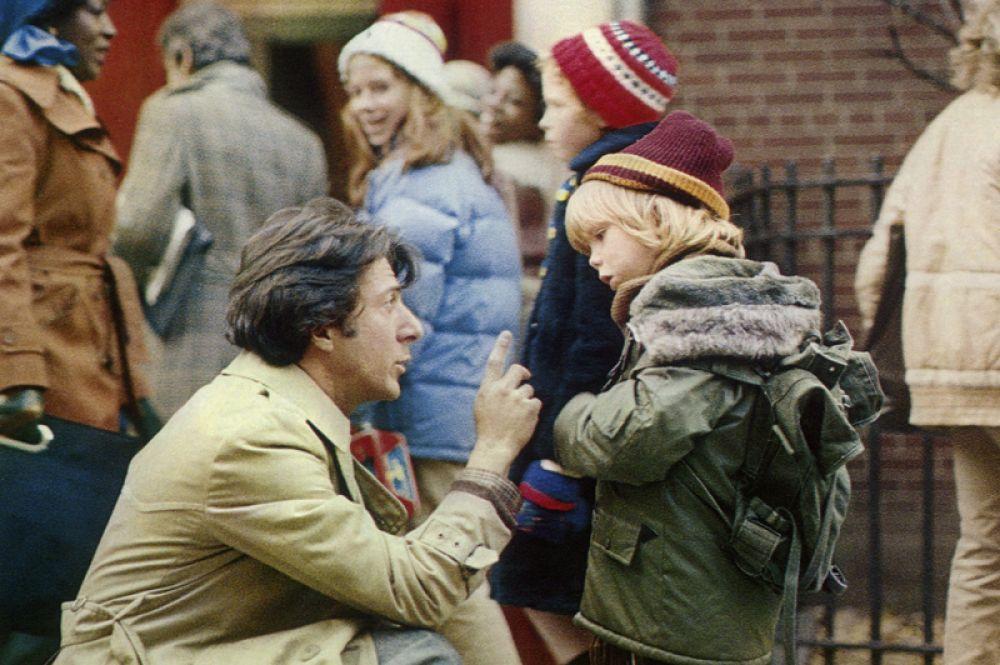 Этот год также принёс актёру главную роль в фильме «Крамер против Крамера» и ожидаемый «Оскар» за лучшую мужскую роль. Фильм был номинирован на различные кинопремии в различных номинациях более 50 раз, из них в 35 одержал победу.