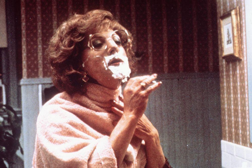 Фильм режиссёра Сидни Поллака «Тутси» (1982), где Хоффман выступил в дуэте с Джессикой Лэнг, имел большой успех в прокате. За роль Дороти Дастин получил сразу несколько кинематографических наград, включая Золотой глобус и премию BAFTA как лучший актёр года.