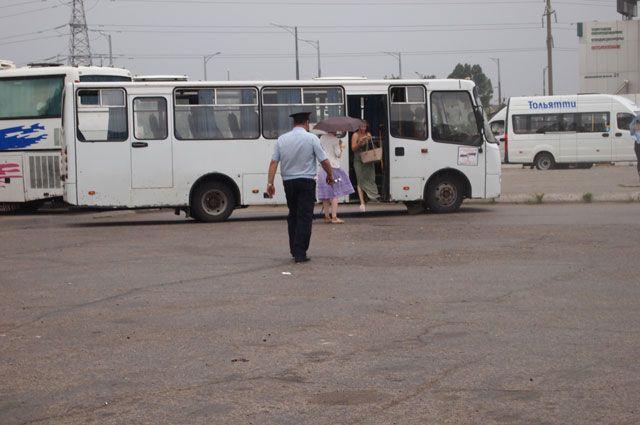 ВБрянске шофёр автобуса сбил и«уронил» пожилых людей