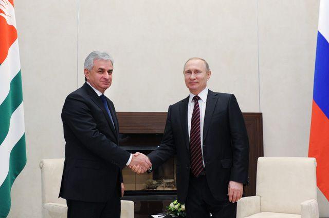 Владимир Путин и президент Абхазии Рауль Хаджимба.