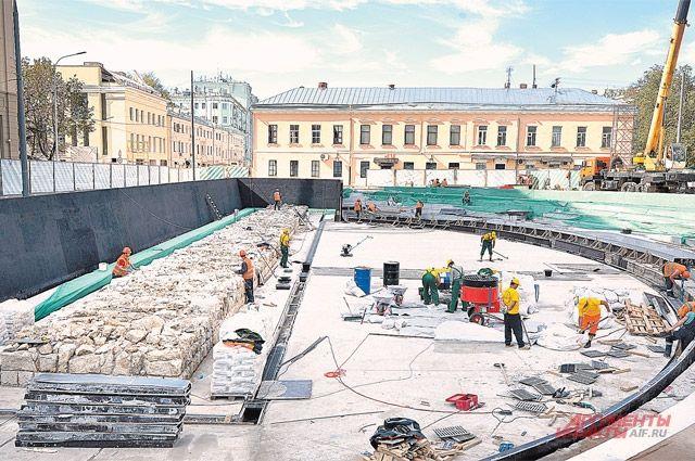 К Дню города на Хохловской площади откроется уникальный двухъярусный археологический парк.