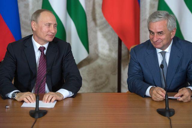 Владимир Путин и Рауль Хаджимба.