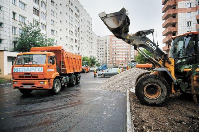 Во дворе домов № 31, 33 и 35 по проспекту Парковому уже обновили асфальт.