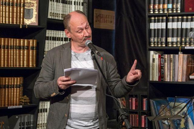 Однажды наш земляк Сергей Плотов устроил соревнование и целых три года писал каждый день по стиху.