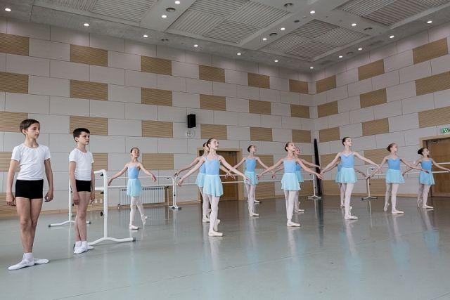 Высокое искусство танцевать надо постигать с детства.