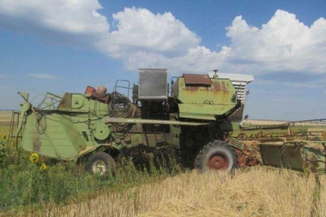 В Переволоцком районе во время уборки зерна погиб комбайнер.
