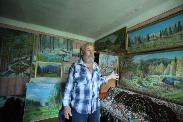 Александр Коминский изображет на картинах то, что видит в путешествиях: речки, ульи, цветы.
