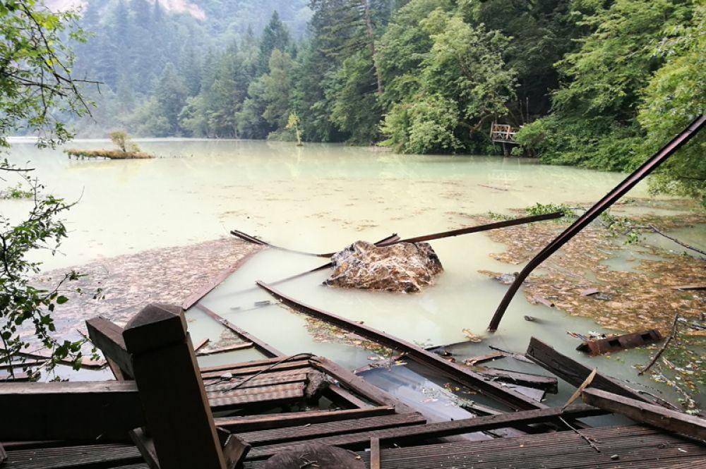 Окрестности озера Ухуа после землетрясения.