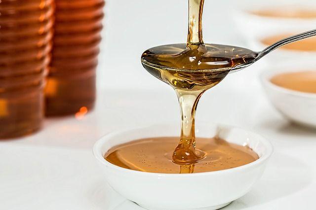 Цвет мёда зависит от растений, из нектара которых он получен.