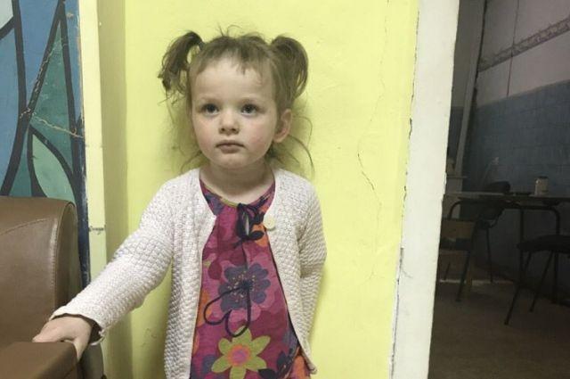 На кладбище в Калининграде нашли маленькую девочку. Личность ее неизвестна.